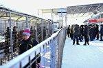 Скопление людей на контрольно-пропускном пункте Ак-Жол кыргызско-казахской границы, архивное фото