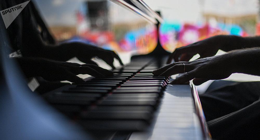 рояль, архив