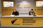 Координатор по коммуникациям Красного Полумесяца Казахстана Замзагуль Тажибаева (слева)