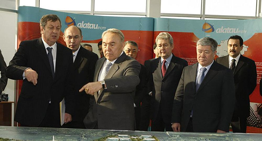 Нурсултан Назарбаев в технопарке Алатау, архивное фото