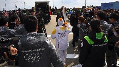 Факел с огнем олимпийских игр-2018