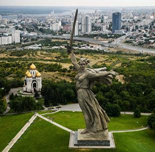 Монумент Родина-мать зовет на Мамаевом кургане в Волгограде