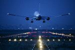 Самолет во время посадки, архивное фото