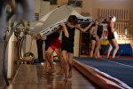 Урок физкультуры, архивное фото
