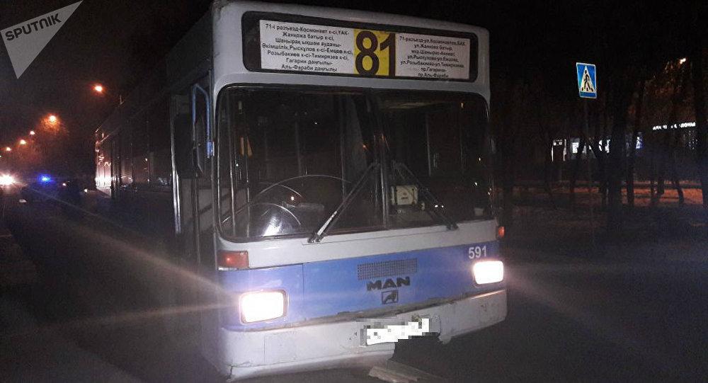 Автобус жаяу жүргіншіні қағып кетті