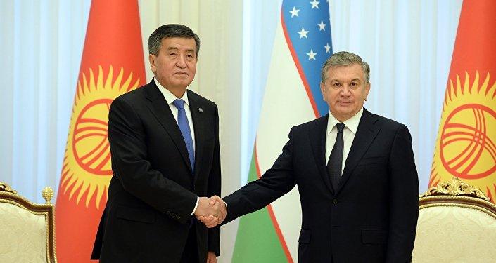 Президент Кыргызстана Сооронбай Жээнбеков и президент Узбекистана Шавкат Мирзиёев