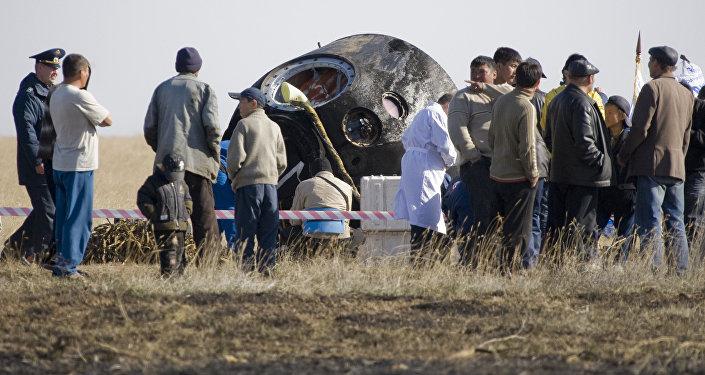 Ғарыш кемесінің экипажды жерге түсіретін аппараты, архив суреті