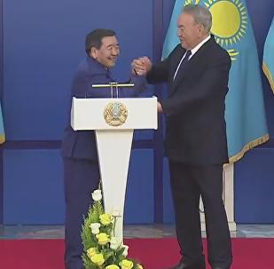 Назарбаев Олимпиада чемпионымен қол күрестірді