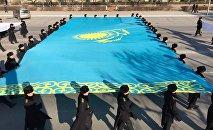 Флешмоб в Актау в День независимости