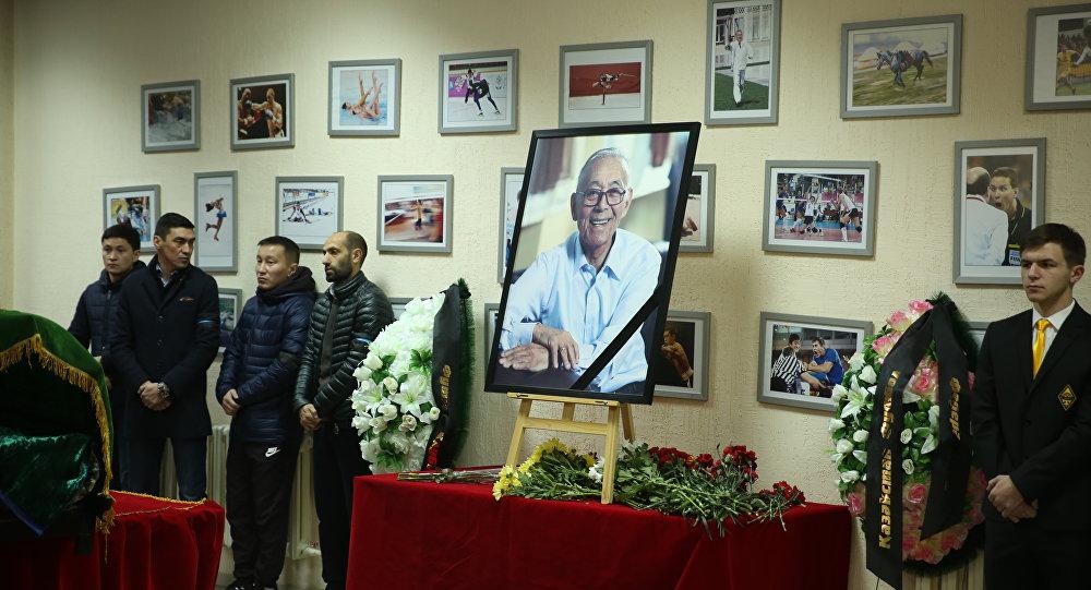 Прощание с легендой казахстанского футбола Тимуром Сегизбаевым