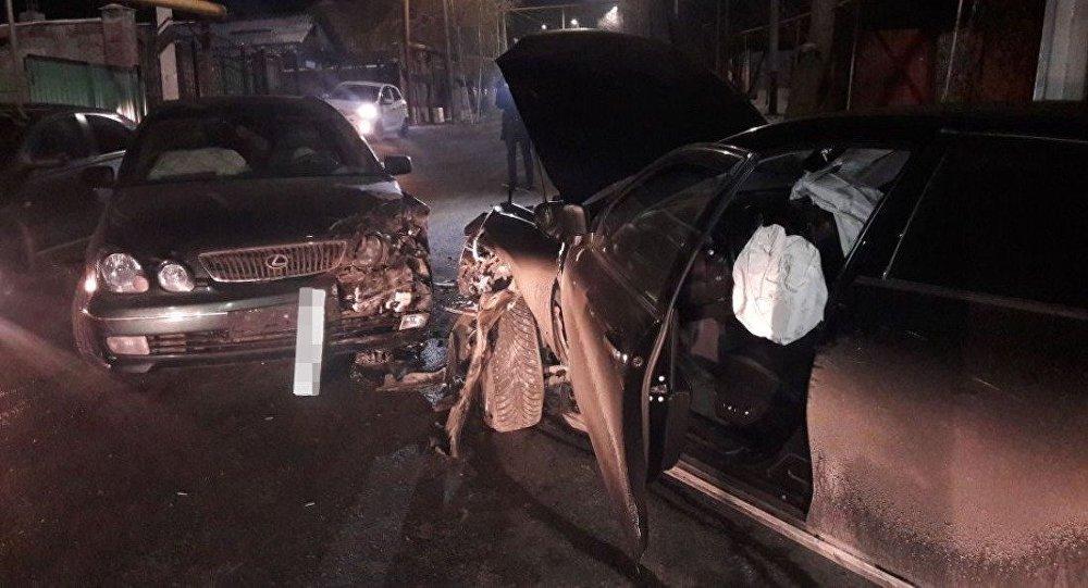 Столкновение Camry и  Lexus