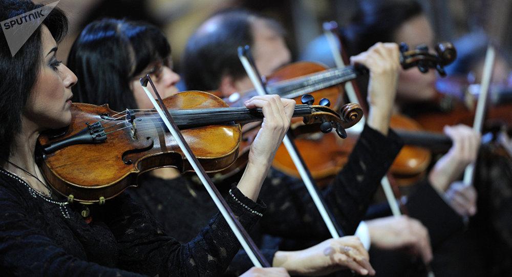 девочка заработала на квартиру играя на скрипке