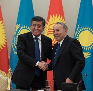 Президент Казахстана Нурсултан Назарбаев и президент Кыргызстана Сооронбай Жээнбеков