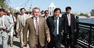 Назарбаев на набережной в Астане, июнь 1998г