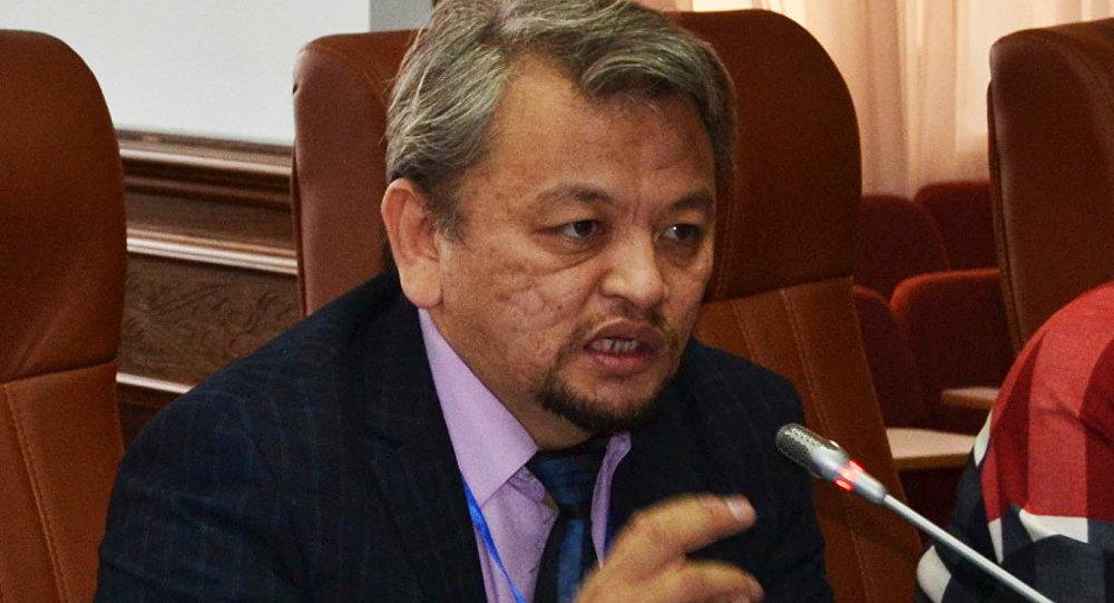 Директор института геополитических исследований, религиовед Асылбек Избаиров