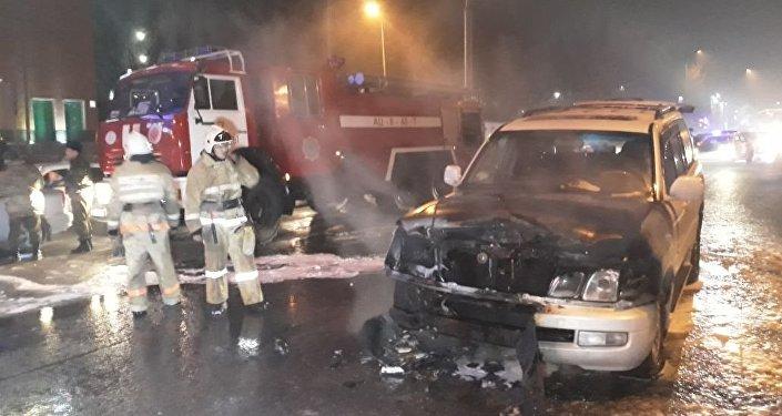Автомобиль загорелся на Райымбека - Саина в Алматы