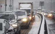 Автомобили во время снегопада