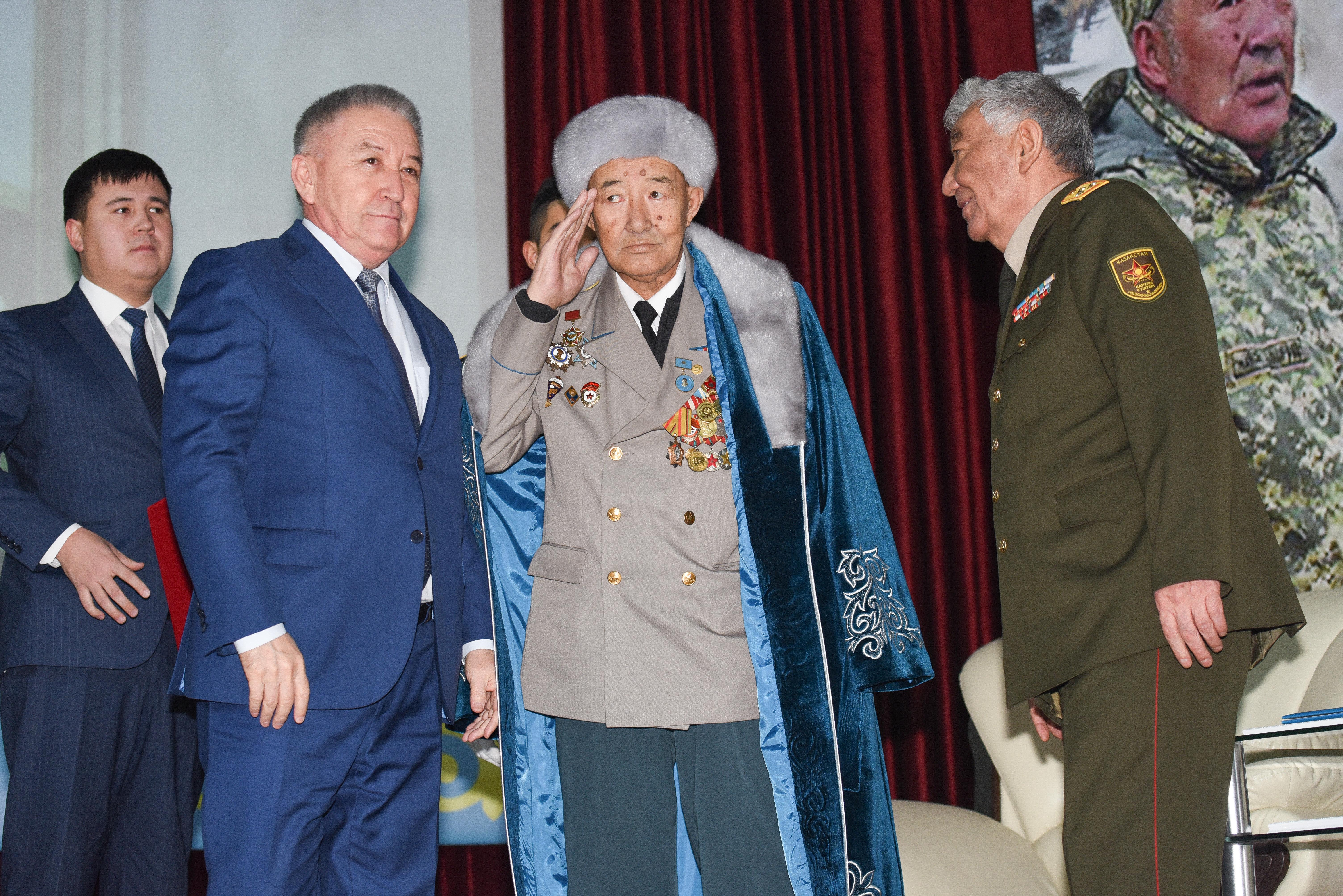 Чествование легендарного Кара-майора Бориса Керимбаева