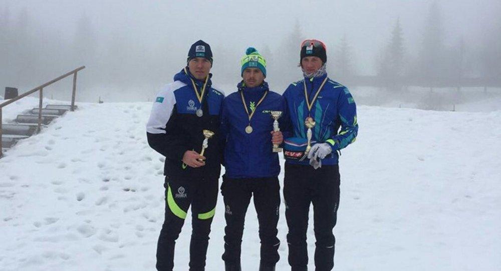 Казахстанские лыжники Виталий Пухкало, Олжас Климин,  Денис Волотка