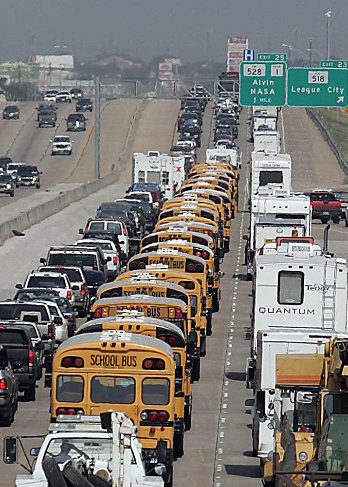 В сентябре 2005 года на штат Техас надвигался ураган 5-й категории Рита. Население спешно эвакуировалось и выбрало для выезда самую популярную магистраль I-45, проходящую через весь штат.