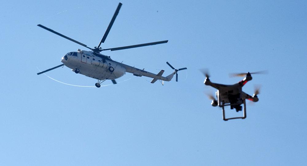 Дрон и вертолет, архивное фото