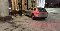 Желіде Ақорда қақпасына соғылған Porsche Cayenne суреті пайда болды