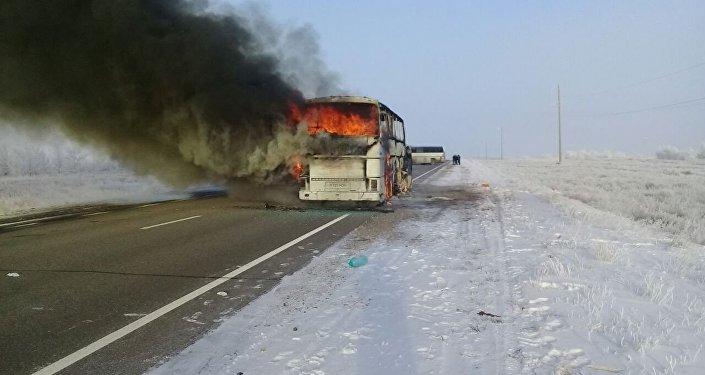 Ақтөбе облысында автобус өртенді: 52 адам қаза болды