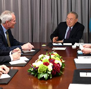 Встреча Назарбаева с главным исполнительным директором компании ExxonMobil Дарреном Вудсом