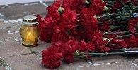 Цветы и свечи, архивное фото