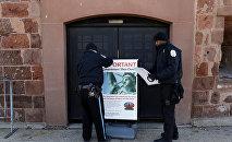 Таблички, предупреждающие о закрытии Статуи Свободы