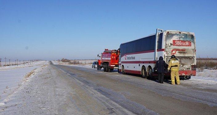Хоккеисты изКазахстана поблагодарили алтайских спасателей запомощь