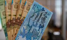 Деньги тенге 500 1000