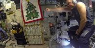 Российский космонавт на пылесосе на МКС