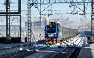 Пассажирский поезд на вокзале Нурлы жол