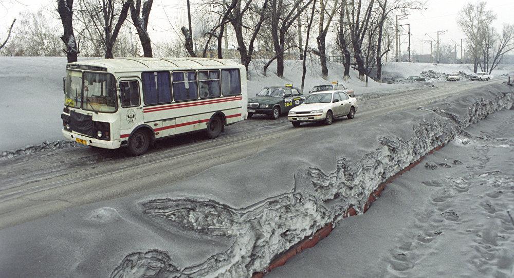 Грязный снег, архивное фото