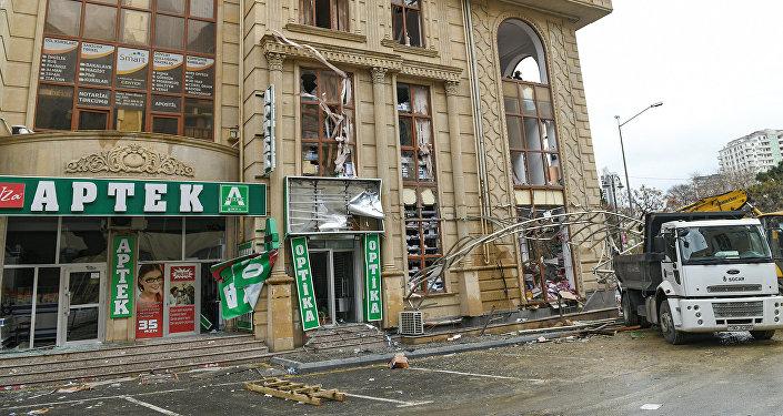 Кадры с места взрыва газа в жилом доме в Баку