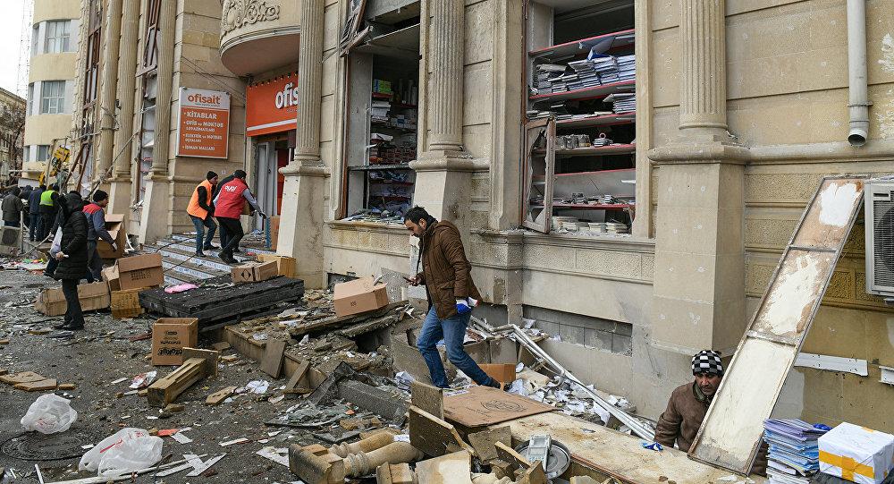 Последствия взрыва в подвале жилого дома в центре Баку