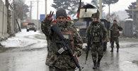 Военнослужащий армии Афганистана на месте теракта, совершенного в военной академии в Кабуле