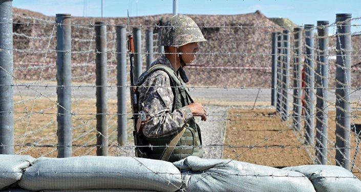 Архивное фото военнослужащего