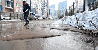 Астанада қыс ортасында көшені су алып кетті