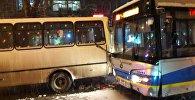 Два автобуса столкнулись на  Сейфуллина - Маметова в Алматы
