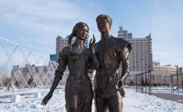 Скандальная скульптура девушки из композиции Влюбленные в Астане