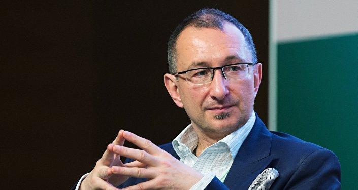 Председатель Ассоциации Электронные деньги Виктор Достов