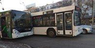 Два автобуса столкнулись по улице Валиханова в Астане