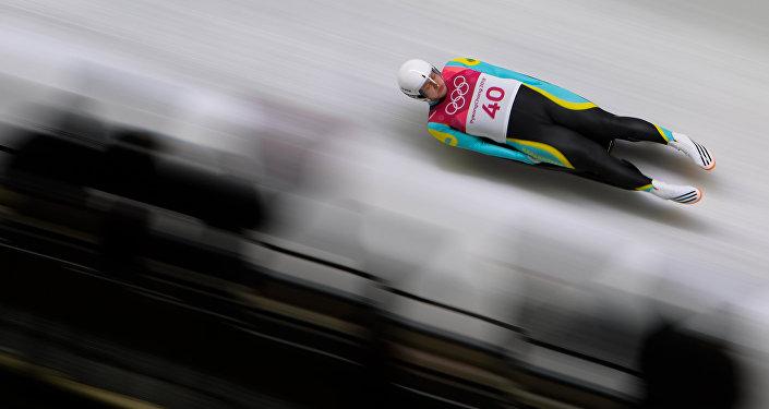 Казахстанец Никита Копыренко выступает в мужском одиночном турнире во время зимних Олимпийских игр в Пхенчхане 2018 года
