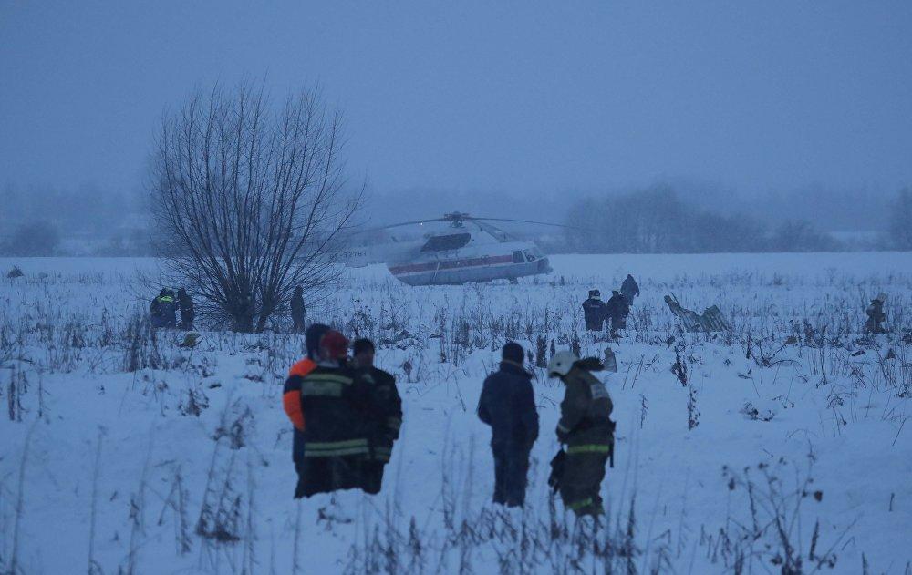 Аварийные службы работают на месте крушения самолета Ан-148 в Московской области