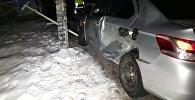 Автомобили Peuoget 307 и BMW 5 столкнулись в Алматы