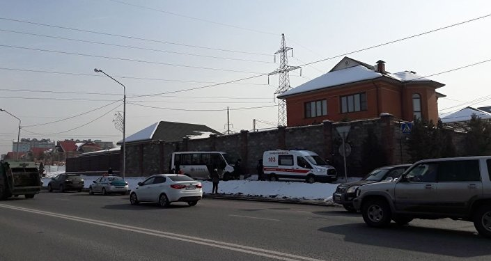 Пассажирский автобус врезался в забор на ул. Шаляпина