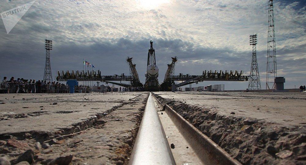 Вывоз и установка на старт ракеты Союз ТМА-17М