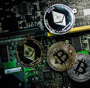 Сувенирные монеты с логотипами криптовалют